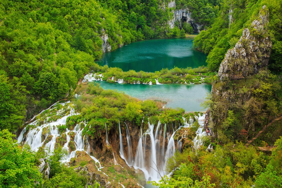 Large-Waterfall