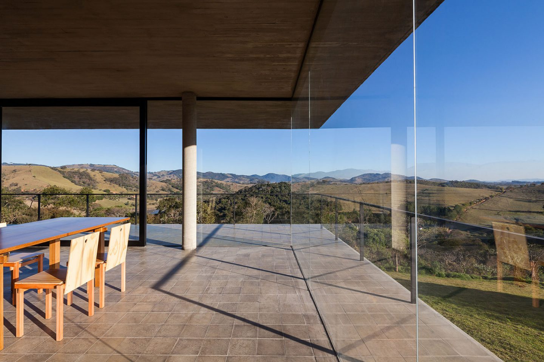 vidros da casa na serra da mantiqueira