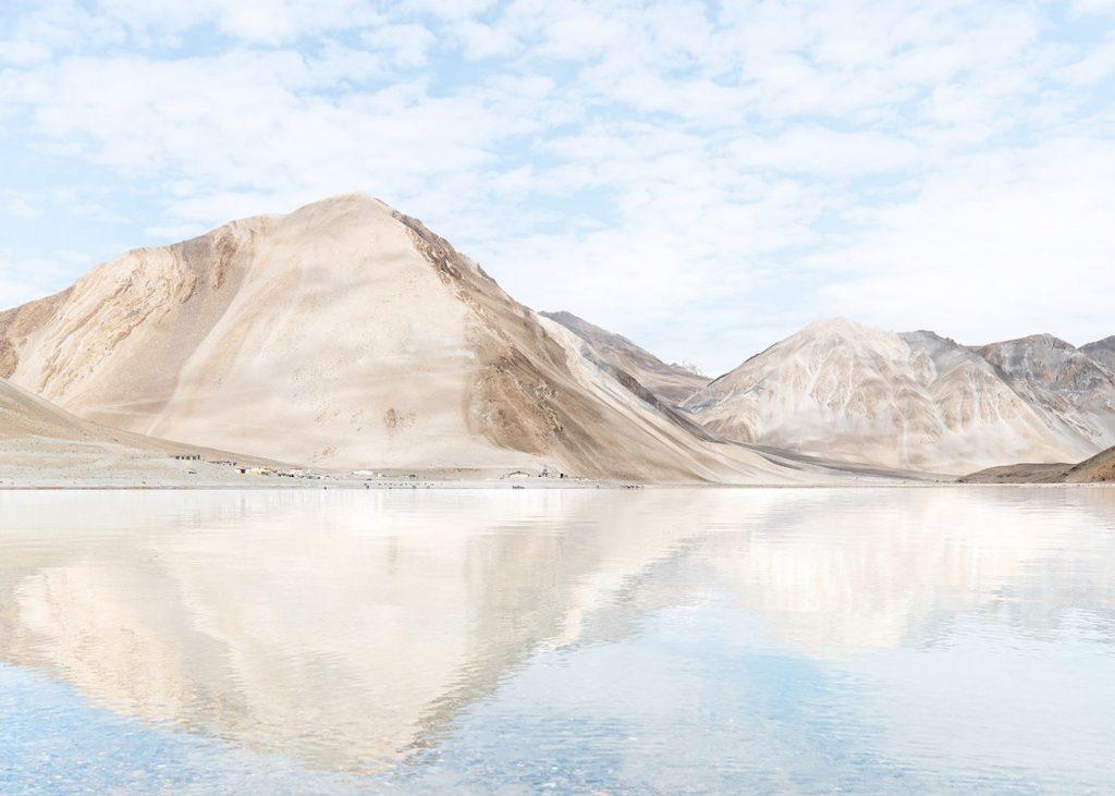 lago no oriente médio