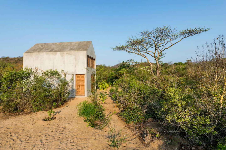visão externa casa isolada