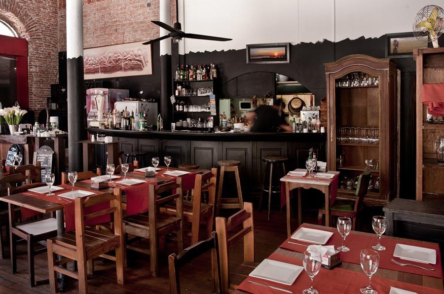 Restaurante És Mercat, onde a boa pedida é a paella.