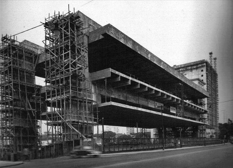 MASP - a construção de sua complexa estrutura durou 11 anos.