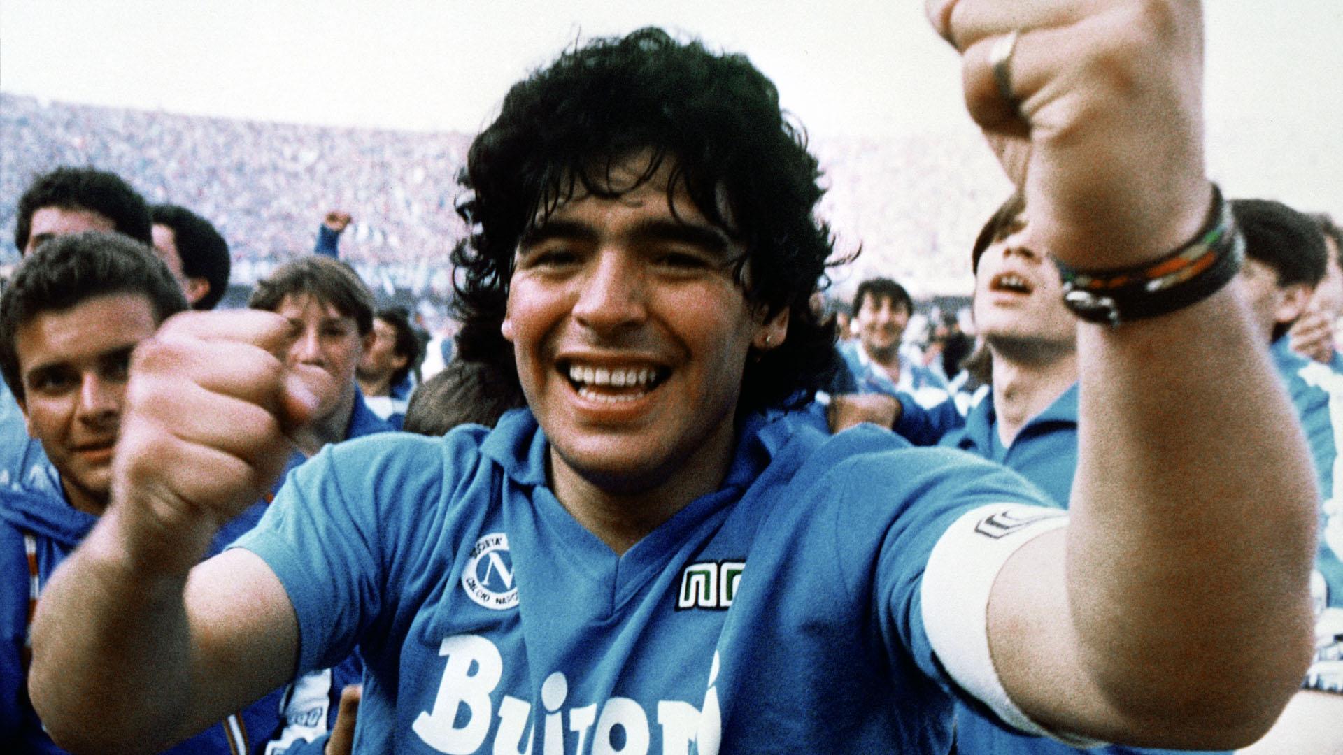 Diego Maradona em 1987 jogando pelo Napoli